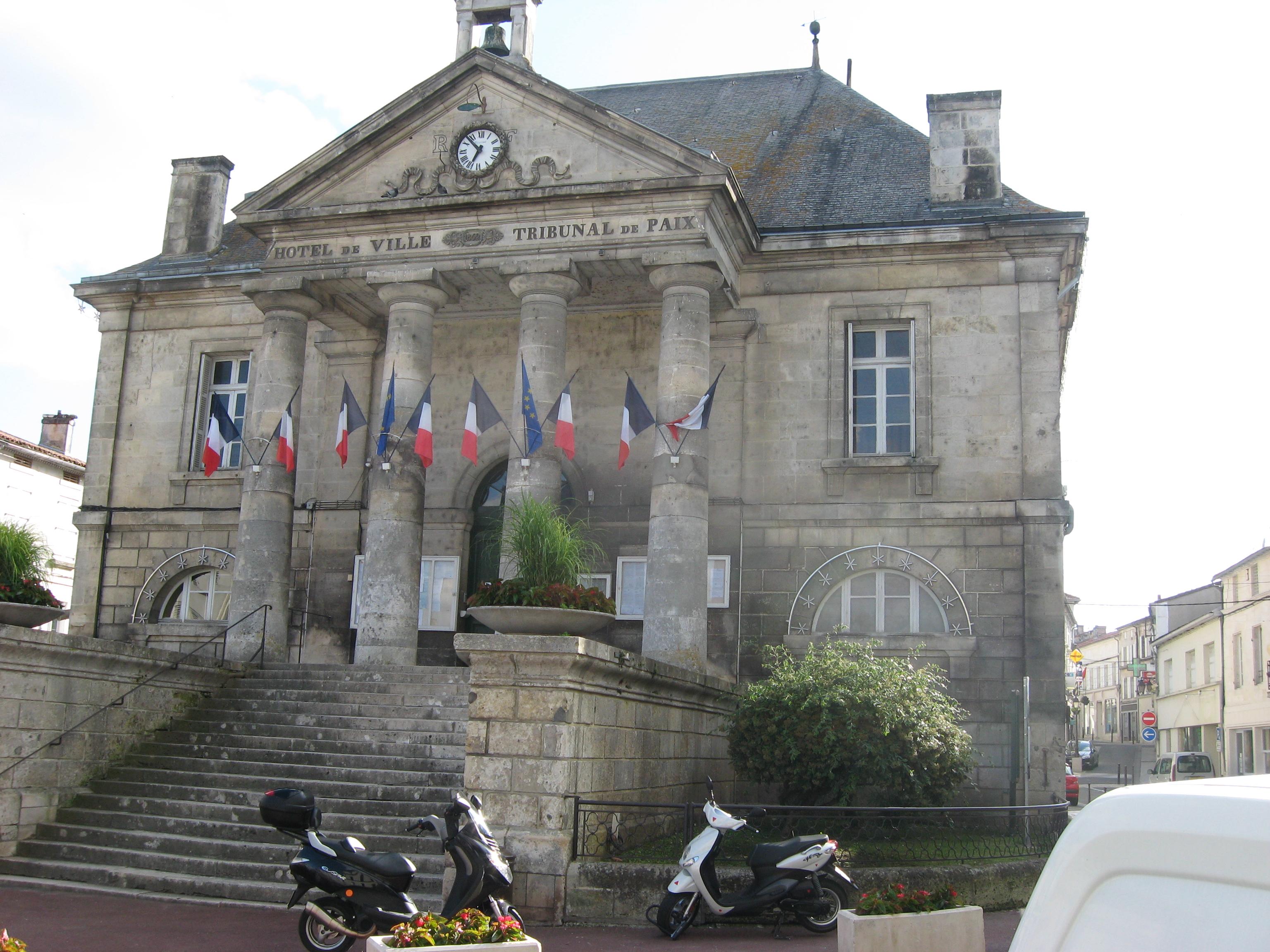Chateauneuf sur charente wrantz for Chateauneuf de gadagne piscine