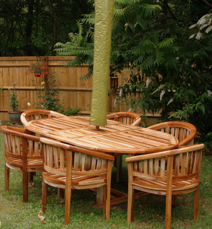 Gorgeous Colours, Solid Teak, naturally pale when dry but just look at it when it gets wet.