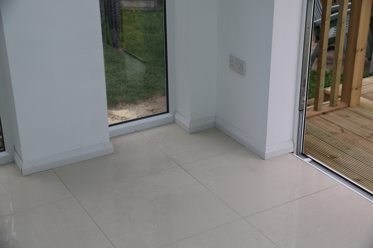 Conservatory - Skirting boards installed.