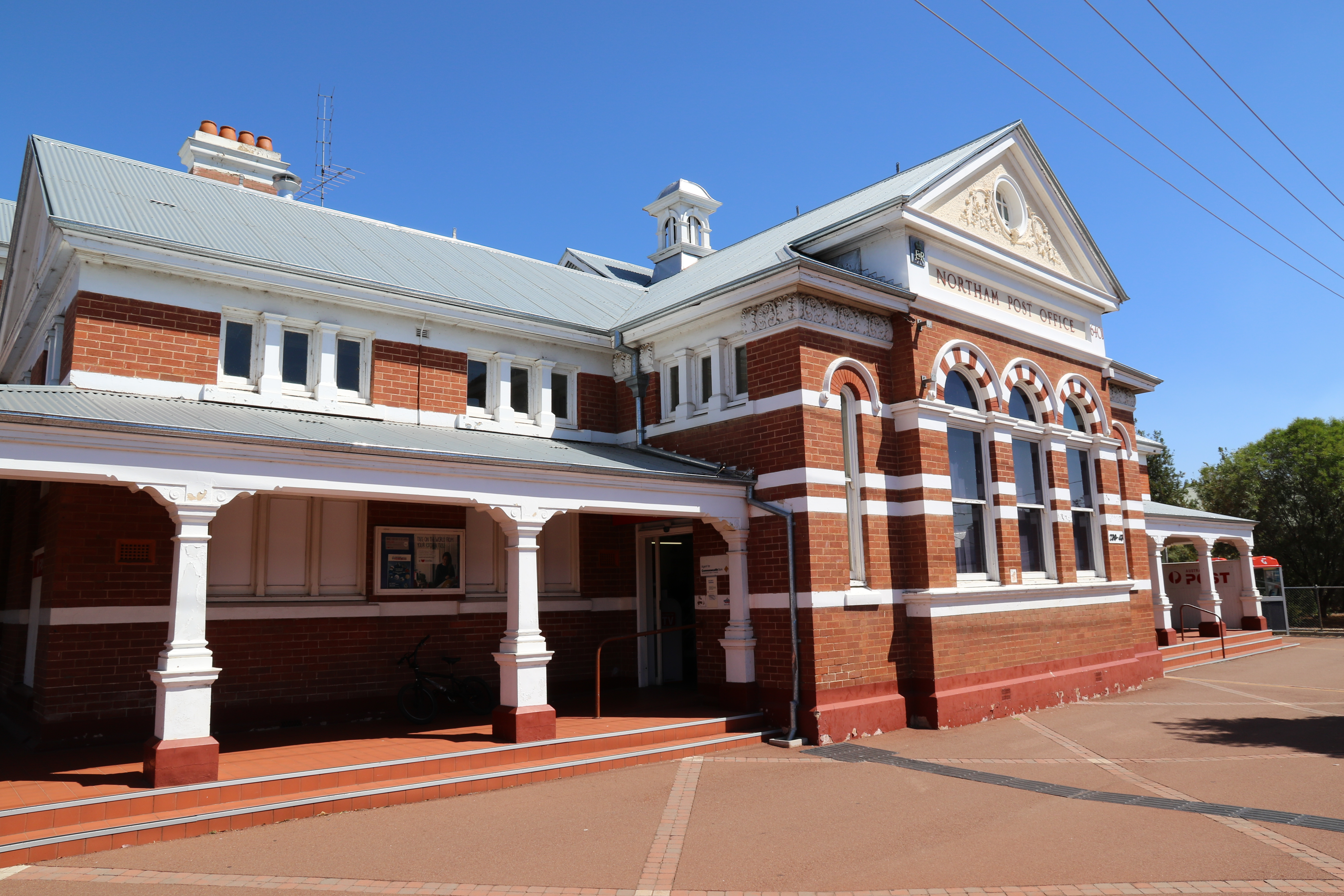 Northam Post Office & Quarters - a brick and iron building designed in the Federation Free Style architecture. Built circa 1909