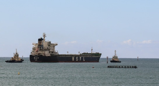 Guo Yuan 32 Leaving Geraldton - Bulk Carrier sailing under the Chinese Flag