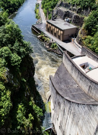 The outflow - Le Barrage de L'Aigle