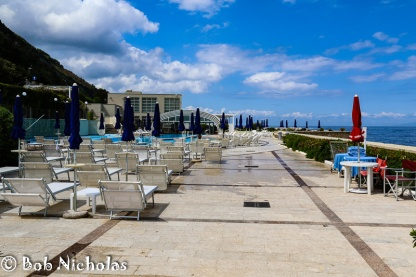 Towers Hotel - Terrace leading to the pool