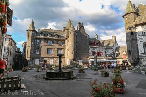 Salers - Place Tyssandier-d'Escous